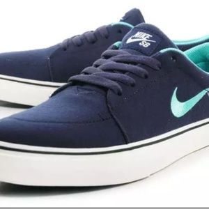 Nike Mint Canvas size: 6 Youth